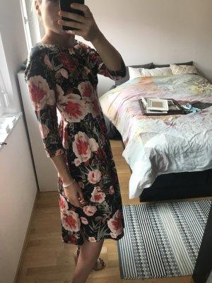 Sehr schönes Midi Kleid Hallhuber mit floralem Muster