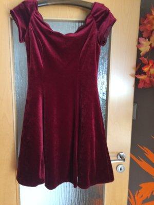 sehr schönes  neuwertiges Samt Kleid