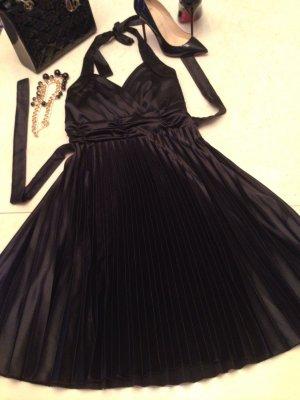Sehr schönes plissiertes Kleid