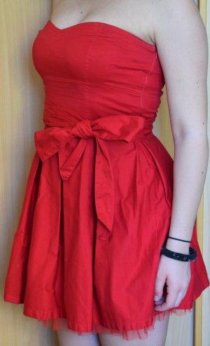 Sehr schönes rotes Kleid