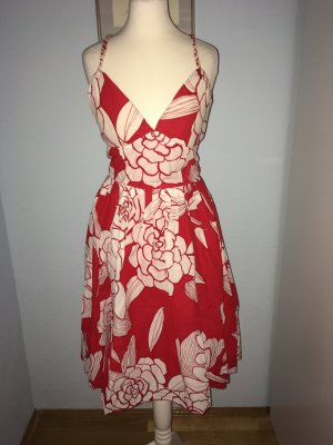vestido de globo blanco-rojo oscuro