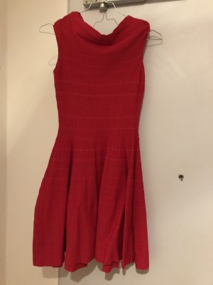Sehr schönes Strickkleid in rot. Grösse 40 ( fällt klein aus)