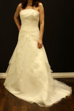 sehr schönes verspieltes Brautkleid von Bridal Passion Größe 38 Einteiler