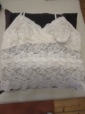 Top di merletto bianco sporco