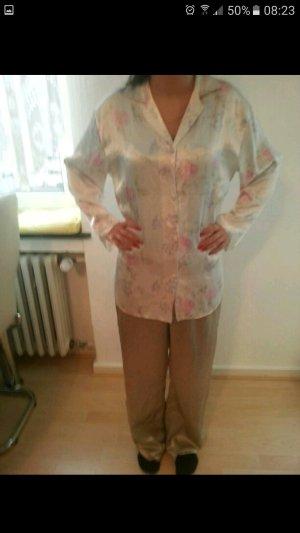 Sehr sehr schöner Schlafanzug!! :) sehr schick!
