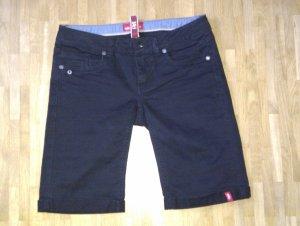 Sehr süße schwarze Bermuda-Shorts