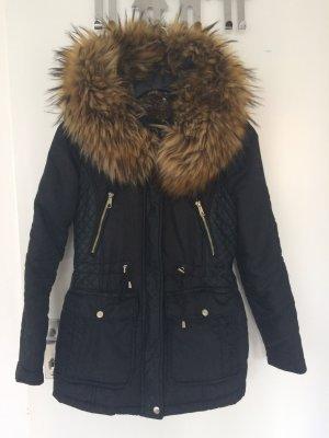 Sehr warme Winterjacke von Zara mit Fell Innendrin und Pelzkragen beides Kunstfell