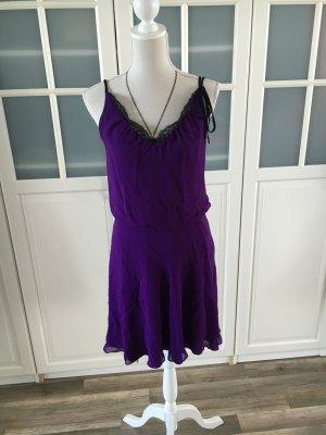 Seidenfarbenes Kleid in lila
