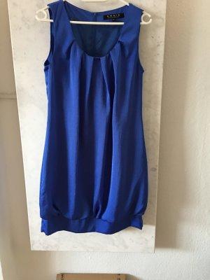 Seidenhaftes Kleid in Blau