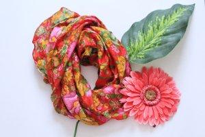 Seidentuch mit Blumen-Print