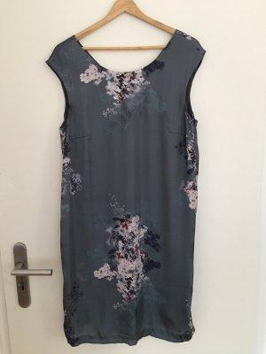 Seidig florales Kleid   40
