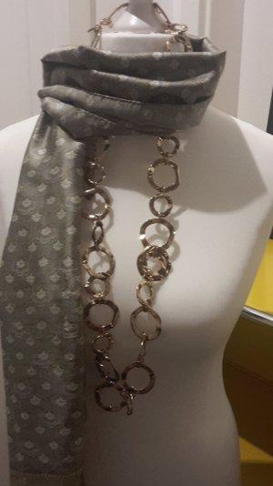 seidig glänzender Schal für viele Anlässe