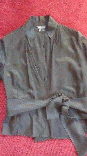 seidig schimmernde schwarze Bluse