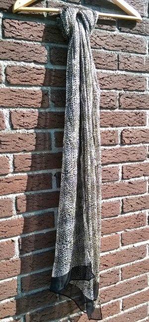 seidiger Schal im Animalprint
