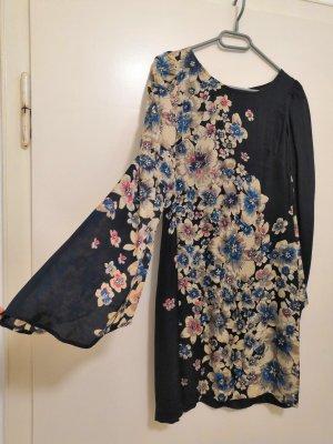 Seidiges Kleid mit Blumenmuster