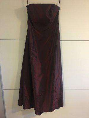 Seidigglänzendes Kleid in Bordeaux
