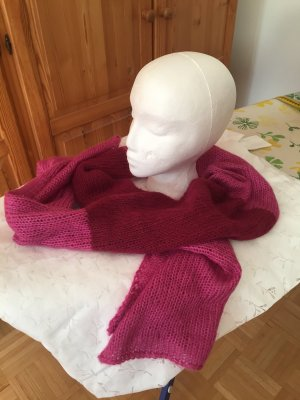 Selbst-gestrickter Mohair Schal in zwei Farben