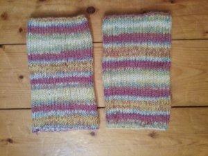 selbstgestrickte Stulpen aus Sockenwolle