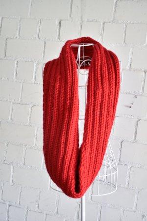 Selbstgestrickter Wollschal Loop aus hochwertiger Wolle