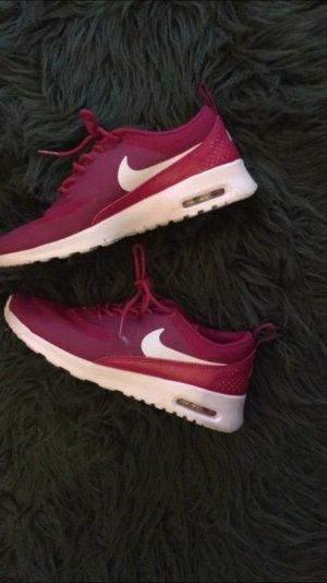 Selten getragene Pinke Nike Thea