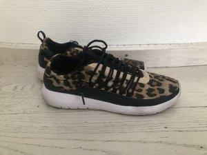 selten getragene Sneaker / Turnschuhe Leooptik