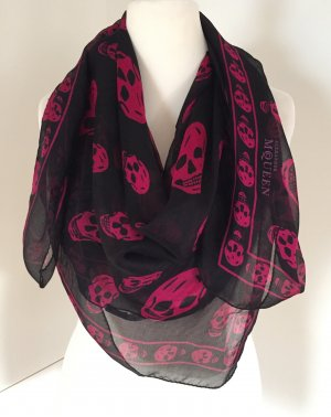 Semi-transparentes Seidentuch in Schwarz mit Skull-Print in Pink - von Alexander McQueen
