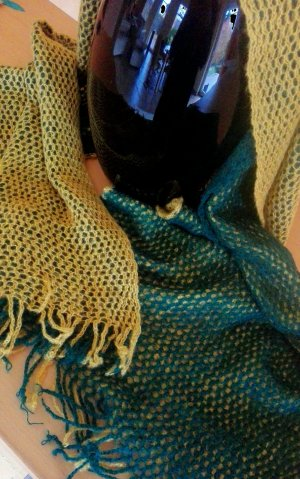 senfgelber-grün/blauer-Netzschal, nie getragen, auffallendes Stück, Trendteil gelb