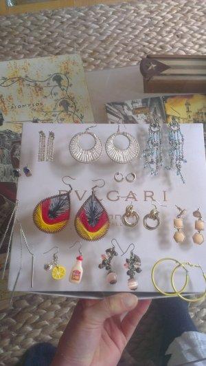 Set aus 12 Paar Ohrringen