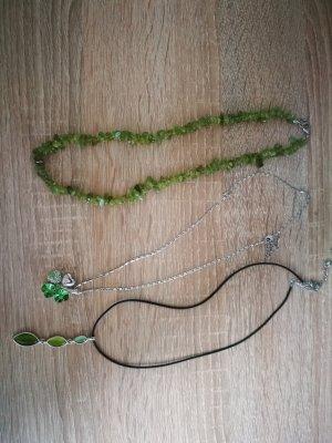 Set aus grünen Ketten