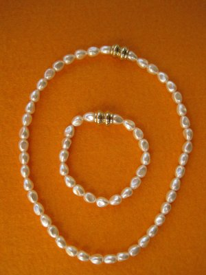 Necklace white-gold orange