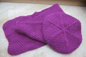 Set aus lila Mütze und Schal