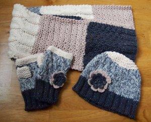 Set aus Schal, Mütze und Handschuhen in Pastellfarben