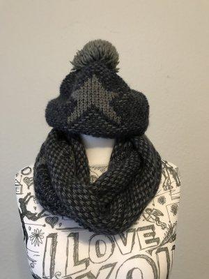 Écharpe en tricot bleu foncé-gris