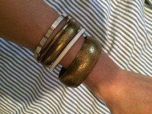 Set aus verschiedenen Armbändern (Gold)