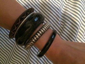 Set aus verschiedenen Armbändern (Schwarz)