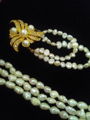 Set Collier und Brosche mit echte Süsswasser Perlen