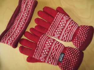 Gloves red wool