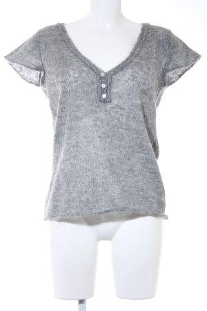Set Camisa tejida gris look casual