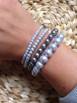 """Set von vier Perlenarmbändern in verschiedenen Grautönen von """"I am"""""""