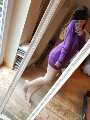 0039 Italy Robe en laine violet