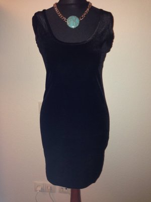 Sexy Kleid aus Samt mit Spitze am Rücken