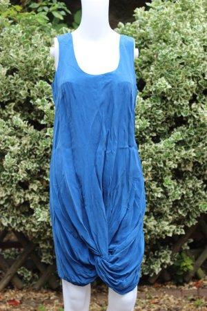 Sexy Kleid mit besonderem Knotendetail am Saum