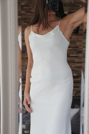 Sexy Kleid mit Rückenausschnitt in creme mit Steinchen