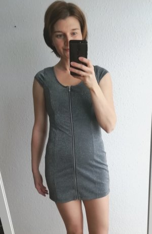 Sexy Party Kleid in leicht glänzendem Silbergrau