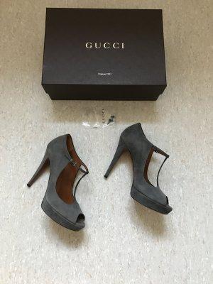 Sexy Peeptoe von Gucci aus Wildleder mit Stilettoabsatz in grau