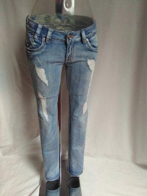 sexy rippped Jeans mit vielen schönen Details! Neuwertig!