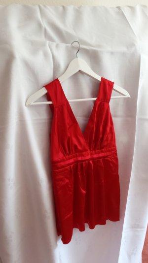 Sexy rotes Oberteil mit Auschnitt