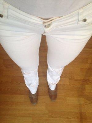 Sexy weiße Jeans im Boho Blogger Style
