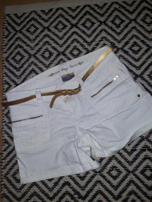 Sexy weiße Jeans-Shorts mit tollen Details