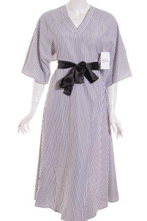 SheIn Midikleid weiß-schwarz Streifenmuster Street-Fashion-Look